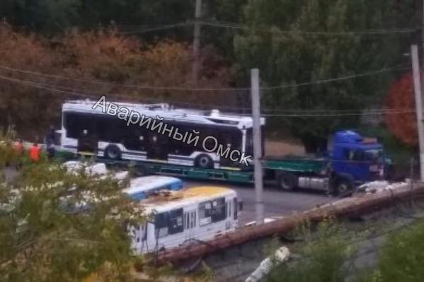 "Троллейбусы <a href=""https://ngs55.ru/news/more/69341320/"" target=""_blank"" class=""_"">обойдутся городу на треть дороже заводской цены</a>"