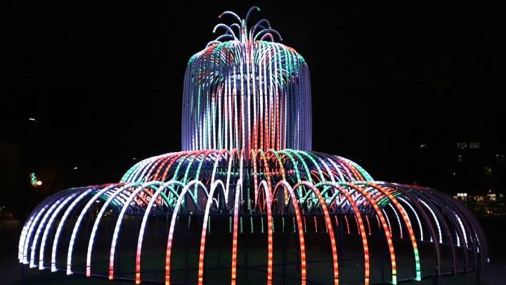 В горсаду Кургана установили световой фонтан
