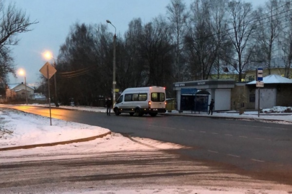 Пассажир и водитель устроили разборки на дороге