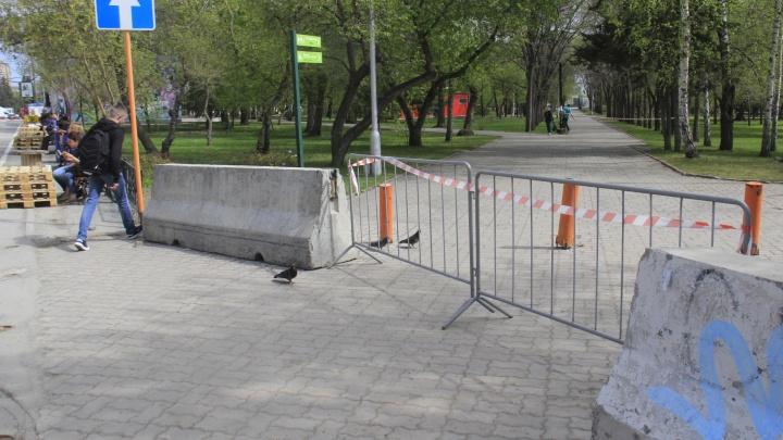 Вход в Первомайский сквер перегородили блоками — теперь железобетонно никто не пройдет (но это не точно)