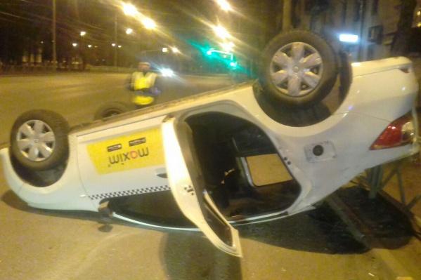 Пассажиры«Рено-Логан» уверены, что водитель такси не виноват в случившемся