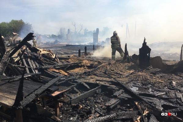 Пламя выжгло 11 домов