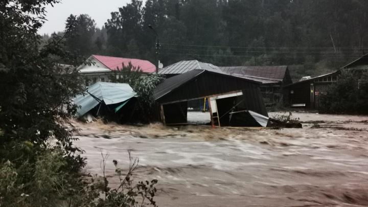 Из-за сильного потопа в Нижних Сергах ввели режим ЧС