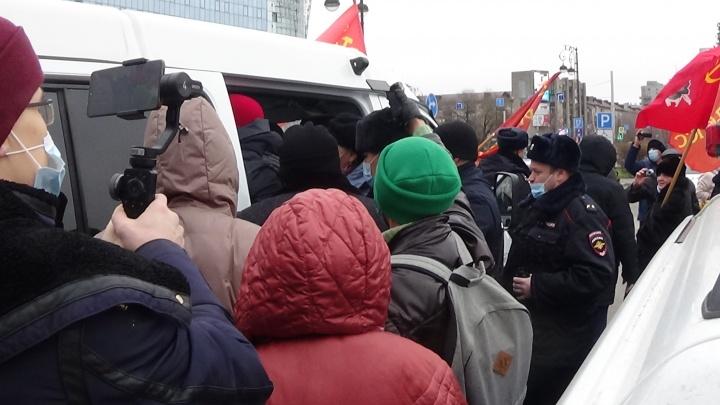 Тюменскому коммунисту назначили обязательные работы за митинг в честь годовщины Октябрьской революции