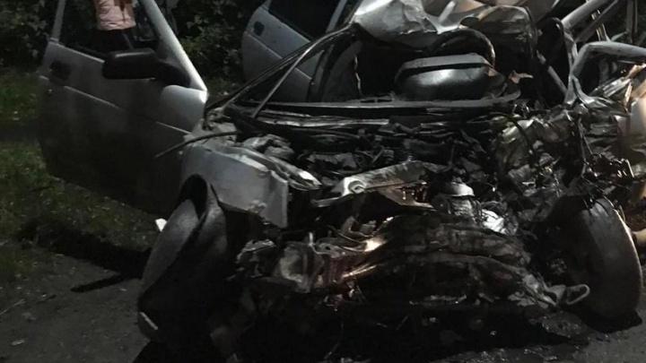 В массовом ДТП в Кемерово погиб 21-летний парень. Его автомобиль превратился в груду металла