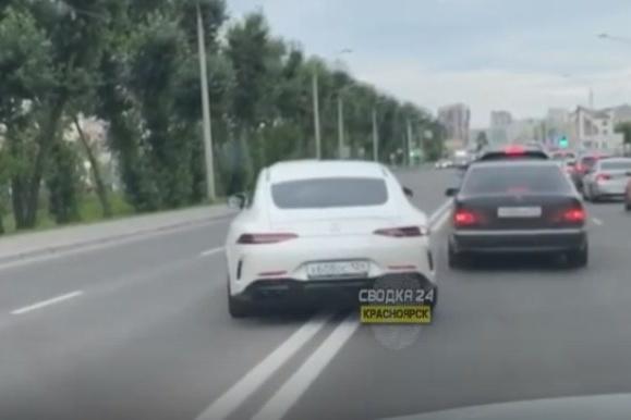Инспекторы нашли водителя дорогого «Мерседеса», объехавшего пробку по встречке