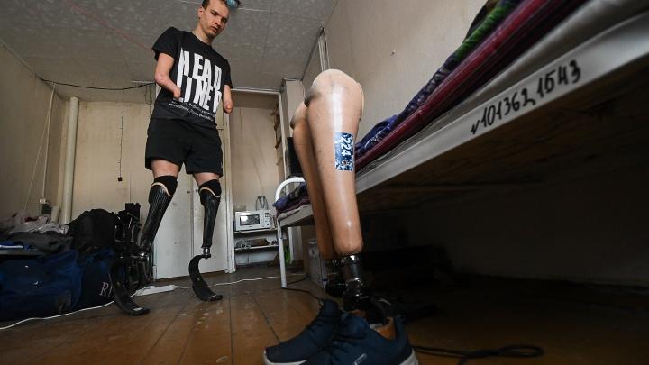 Курьер без рук и ног Михаил Асташов выиграл чемпионат России по триатлону