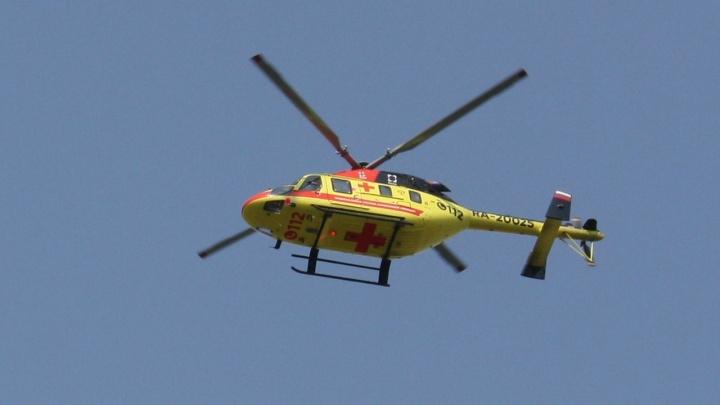 На территории спорткомплекса «Калининец» внезапно приземлился вертолет: рассказываем, с какой целью