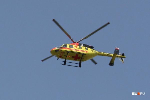 Вертолет Центра медицины катастроф приземлился на Эльмаше