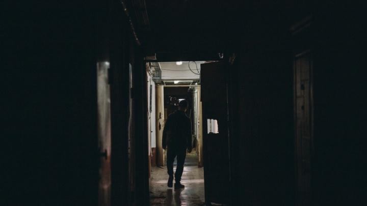 В Тюмени насильник-рецидивист напал на женщину в ее квартире