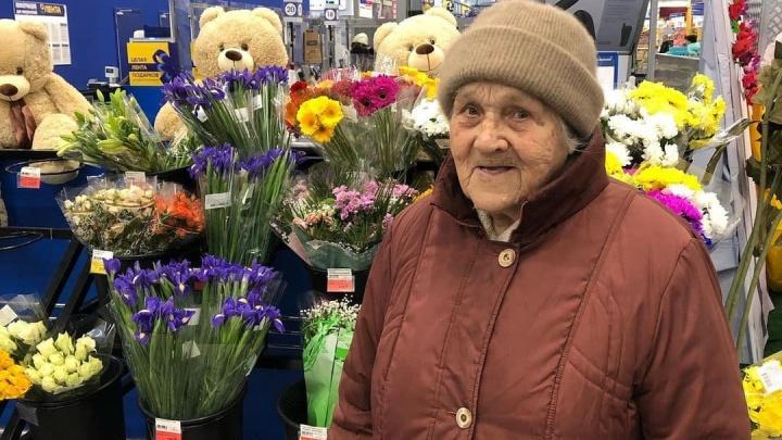 Звезда Instagram с миллионами подписчиков подарила путевку 89-летней бабушке-блогеру из Арамиля