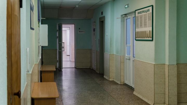 Медицинские стационары Перми и края временно закроют для посещения