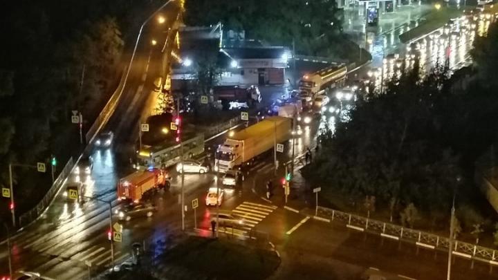 Появилась видеозапись ночной аварии в Первомайском районе, в которой пострадали два человека