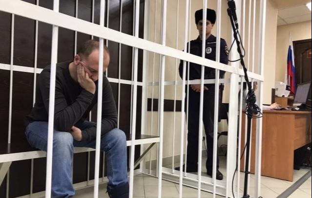 «Жизнь поломали»: реакция омичей на приговор по делу о мальчике, которого ставили на гречку