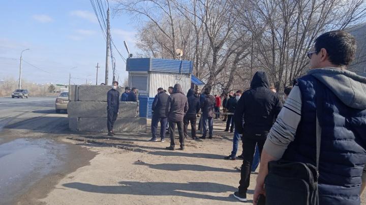 «Пускали по записи»: автомобилисты объяснили пробки на въездах в Самару