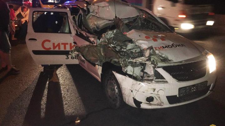 На разъезде Иня «Лада» врезалась в грузовик — в машине были дети