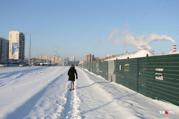 Ближайшие к новому ТРК жилые дома находятся через дорогу — в 150 метрах