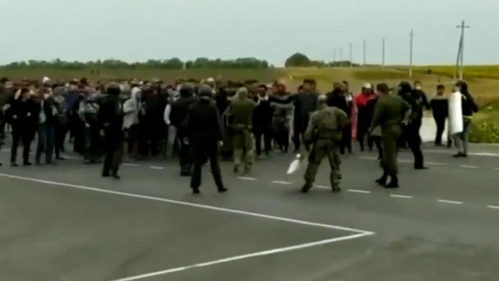 Застрявшие в Самарской области мигранты пытались через оцепление пересечь границу с Казахстаном