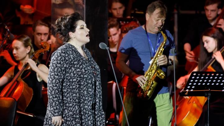 «Мне будет не стыдно заплакать»: в Волгоград на закрытый концерт приехали звезды оперы
