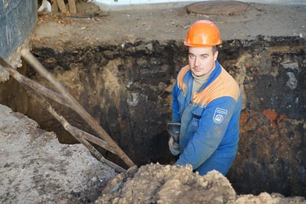 Работы по замене сетей идут на улицах Садовой, Калинина, Лескова и Институтской