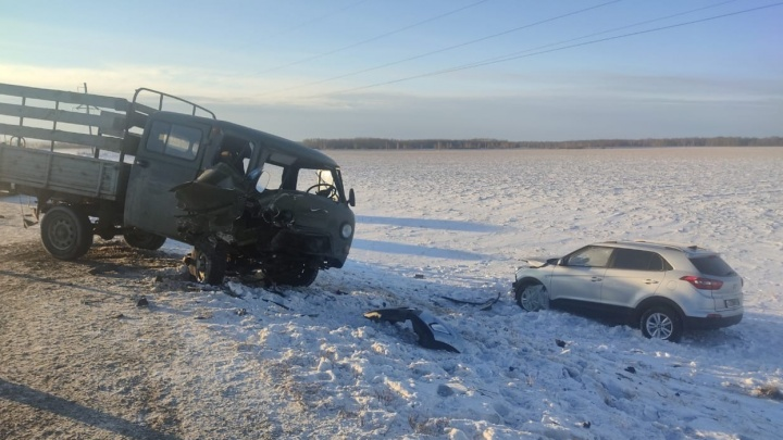 Один из водителей выехал на встречку: в ДТП на трассе Тюмень — Курган пострадали семь человек