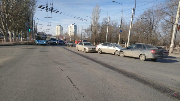 В Волгограде пенсионер на иномарке устроил массовую аварию с пострадавшими