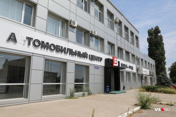 В Волгограде несколько десятков человек стали жертвами «атомобильного» салона