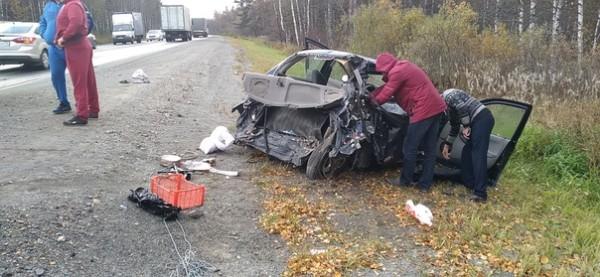 В Челябинской области при столкновении легковушки и грузовика на трассе М-5 ранены трое