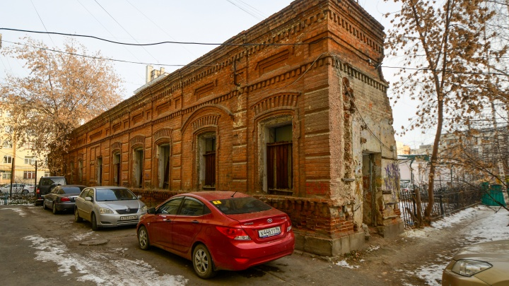 Заброшенный Екатеринбург. Экс-сотрудник ФСБ за свои деньги восстановит часть старинной усадьбы в центре города