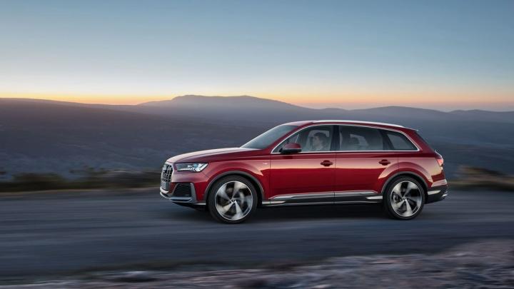 Мощный и маневренный: Audi представила обновленный Q7