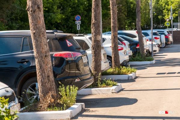 Платные парковки хотят с делать в четырех районах города