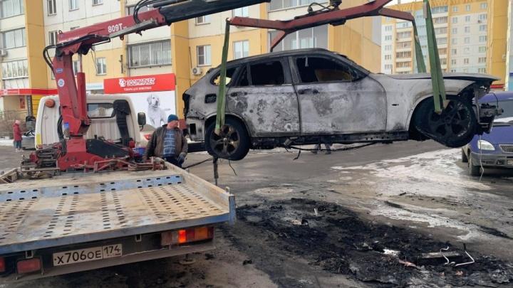 Подозреваемые в поджоге машины журналиста Znak.com попали на видео