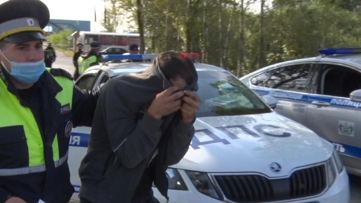В Тюмени полицейские поймали водителя с веществом, похожим на наркотики