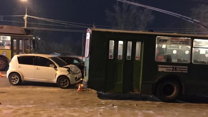 В тройном ДТП рядом с Димитровским мостом пострадала 3-летняя девочка