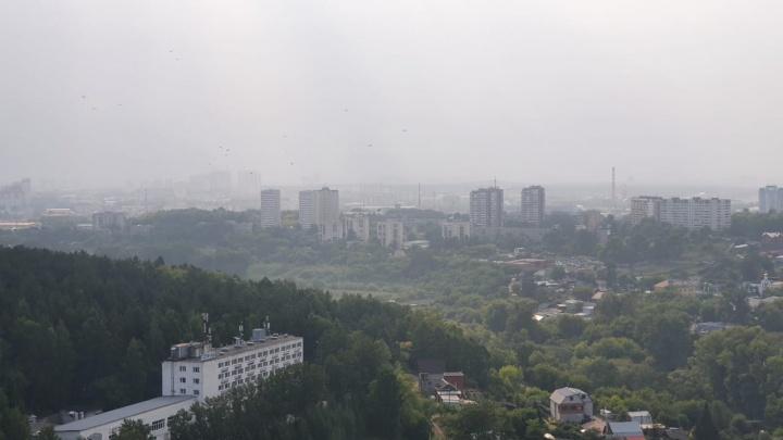 Екатеринбург накрыло дымкой из-за крупного пожара на севере области