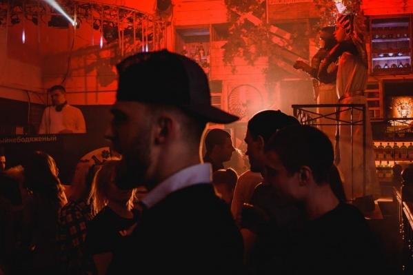 Паб JB заплатит 30 тысяч рублей за танцующих гостей