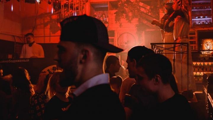 Два бара в Челябинске оштрафовали за кальяны и дискотеку