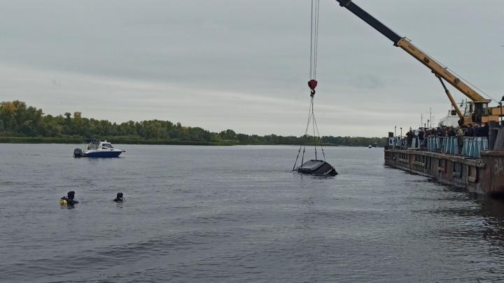 В Самаре в реку съехал автомобиль с людьми внутри