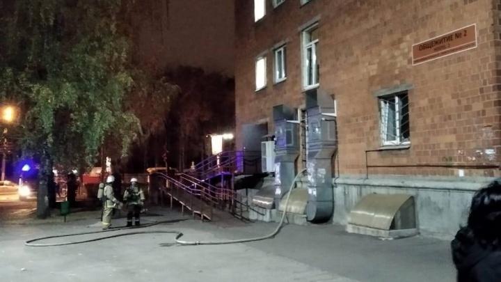 500 человек эвакуировали из-за пожара в общежитии ПИМУ