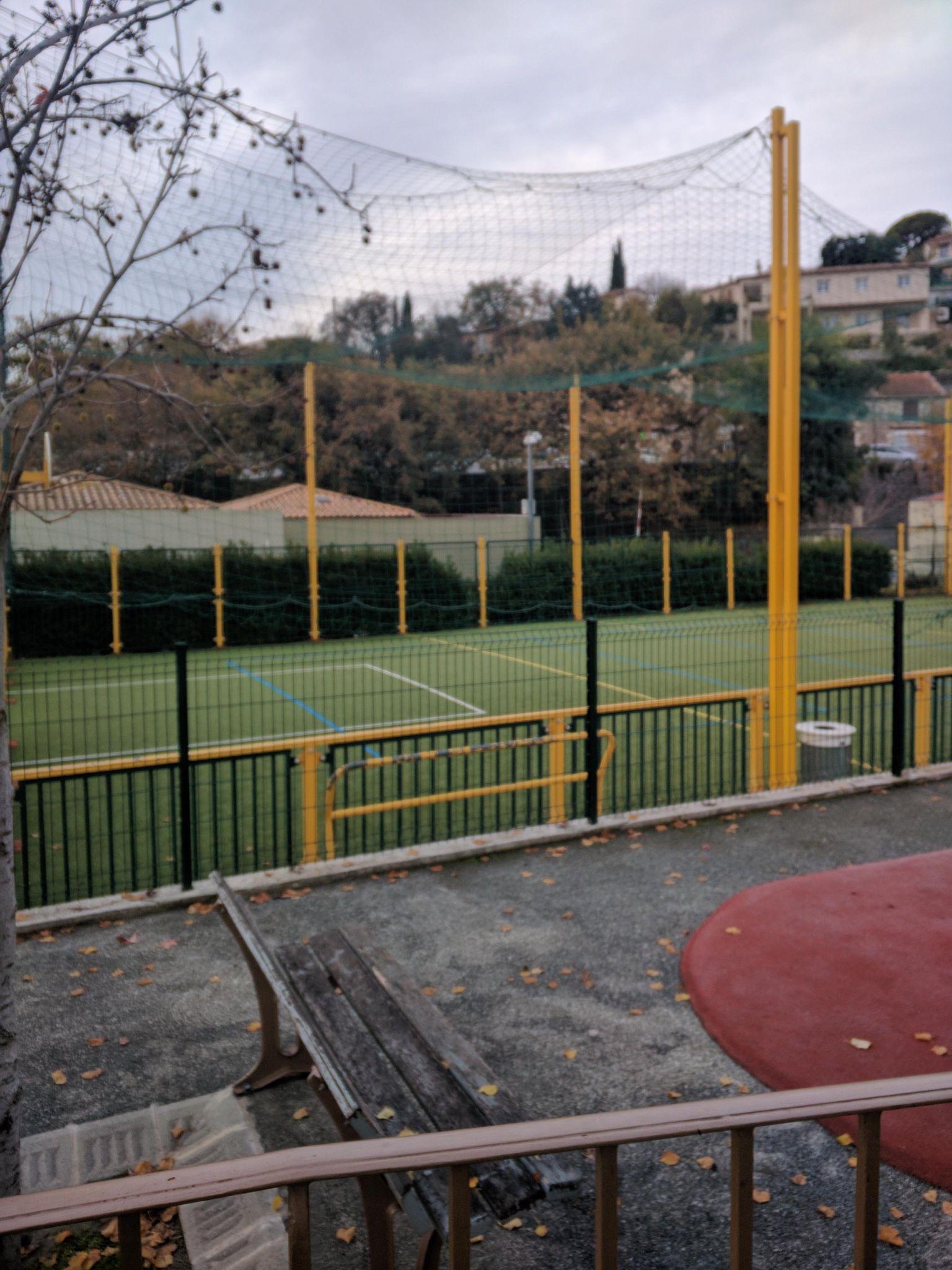 Во Франции дети занимаются физкультурой не только в школе, но и в специальных центрах спортивного отдыха