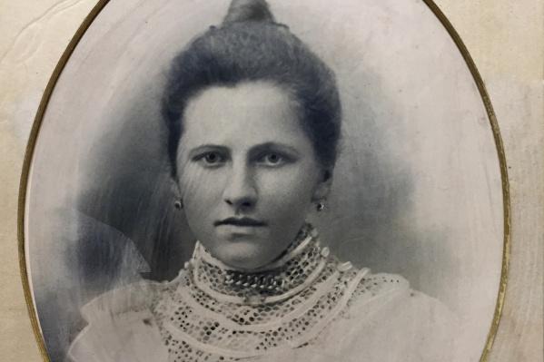 Тюменская мещанка Лидия Аверкиева. Ее не стало в 1966 году в возрасте 79 лет. Похоронена наЗаречном (Парфёновском) кладбище Тюмени