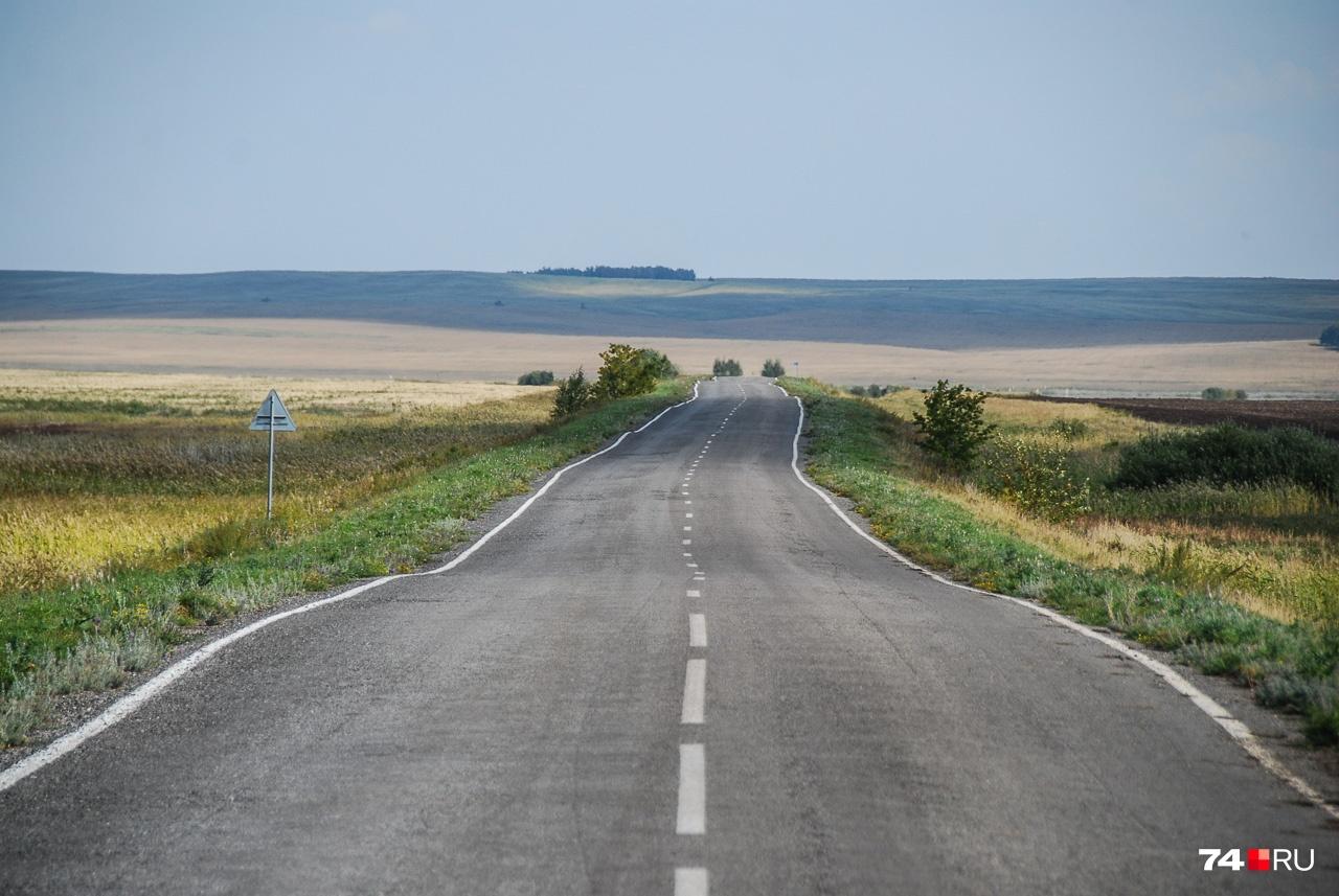 Почвы здесь погуливают, а с ними — и дороги. Ездить нужно аккуратно