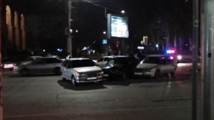 Две девушки ранены в столкновении четырёх машин в центре Волгограда