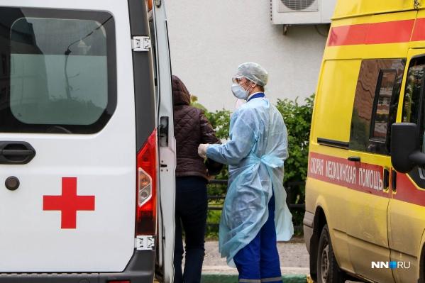 Новосибирские медики жалуются, что средства защиты могли быть и лучше. Особенно их не хватает в нековидных больницах и поликлиниках, хотя там медперсонал также рискует столкнуться с больными коронавирусом