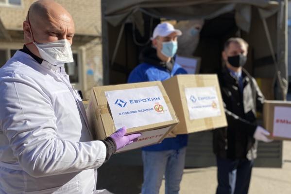 В уходящем году волонтеры Котельниково в рамках движения #Мывместе организовали десант помощи