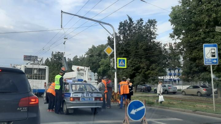 В Уфе на троллейбус упал светофор