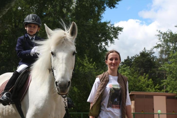 Самые любимые занятия Матвея — конный спорт и плавание