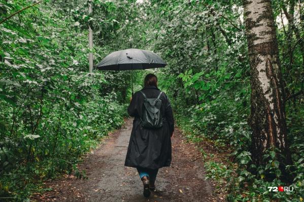 Не забудьте взять с собой дождевик, выходя из дома