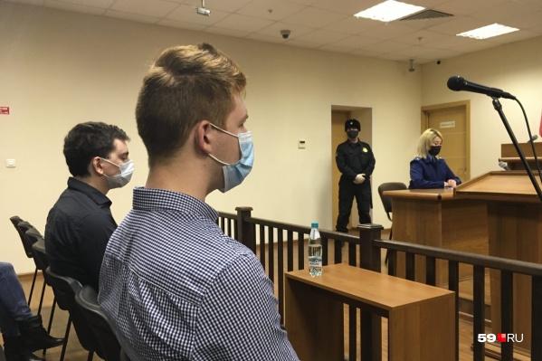 В зале суда. Фигуранты дела Александр Эткин и Данила Васильев