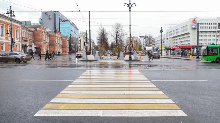 Фотофакт: на аллее Комсомольского проспекта в центре Перми впервые появился пешеходный переход